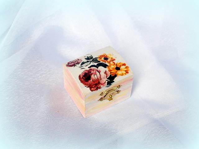 Cutiuta din lemn - model floral - 0560